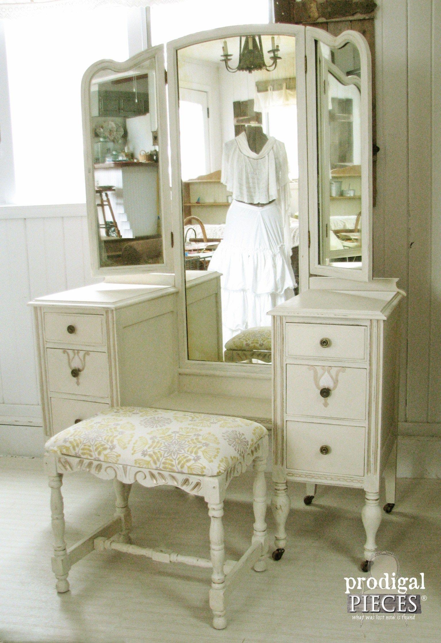 Antique White Bedroom Vanity 17