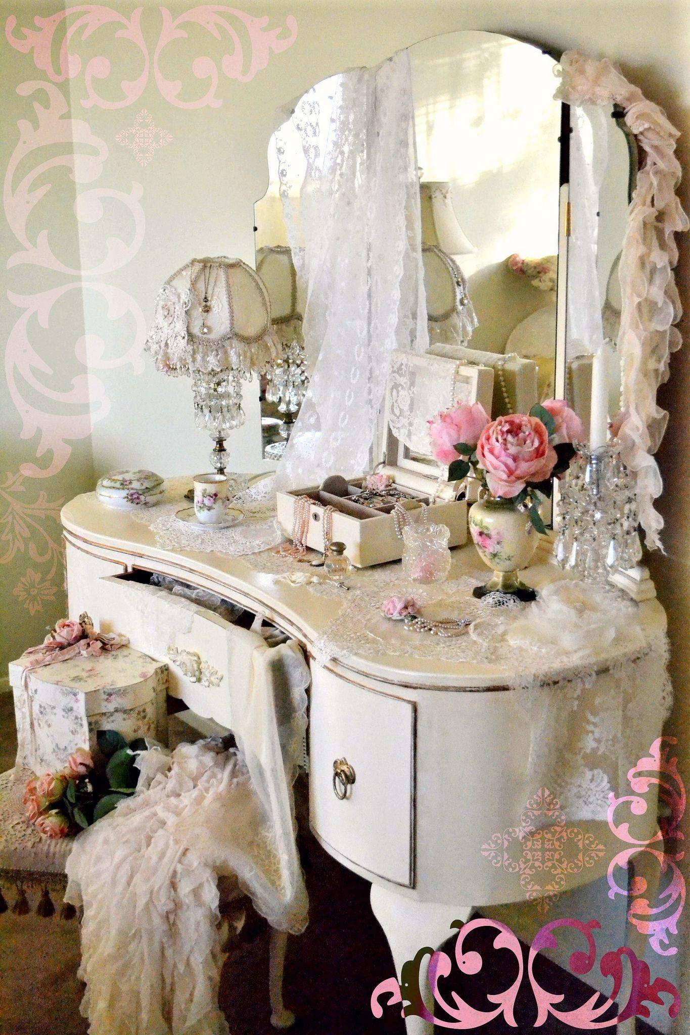 Antique White Bedroom Vanity 28