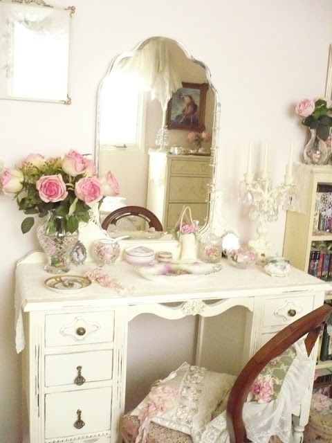 Antique White Bedroom Vanity 8