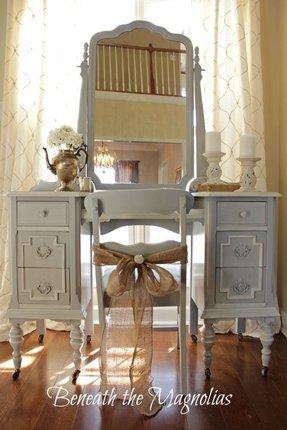 https://foter.com/photos/332/vintage-bedroom-vanity.jpg?s=pi