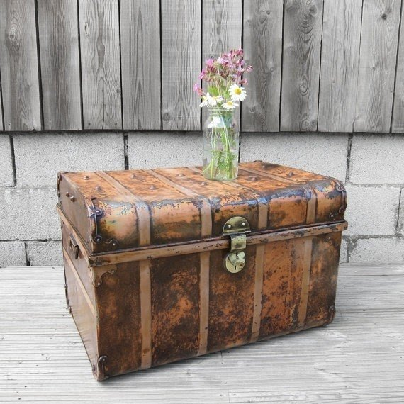 Superbe 1930s Vintage Old Antique Metal Trunk