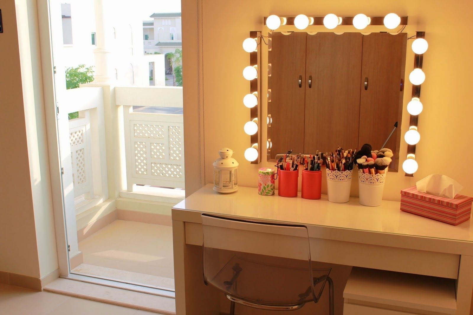 Charmant Vanity Dressing Table With Mirror And Lights 1