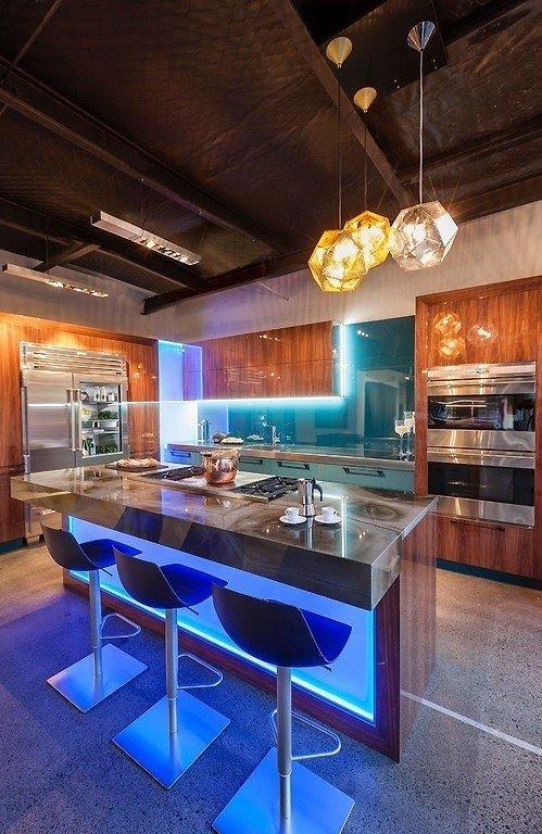 Modern Bar Home