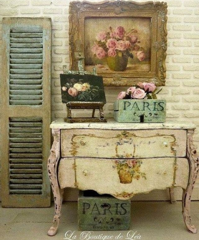 Marie antoinette distressed shabby pale