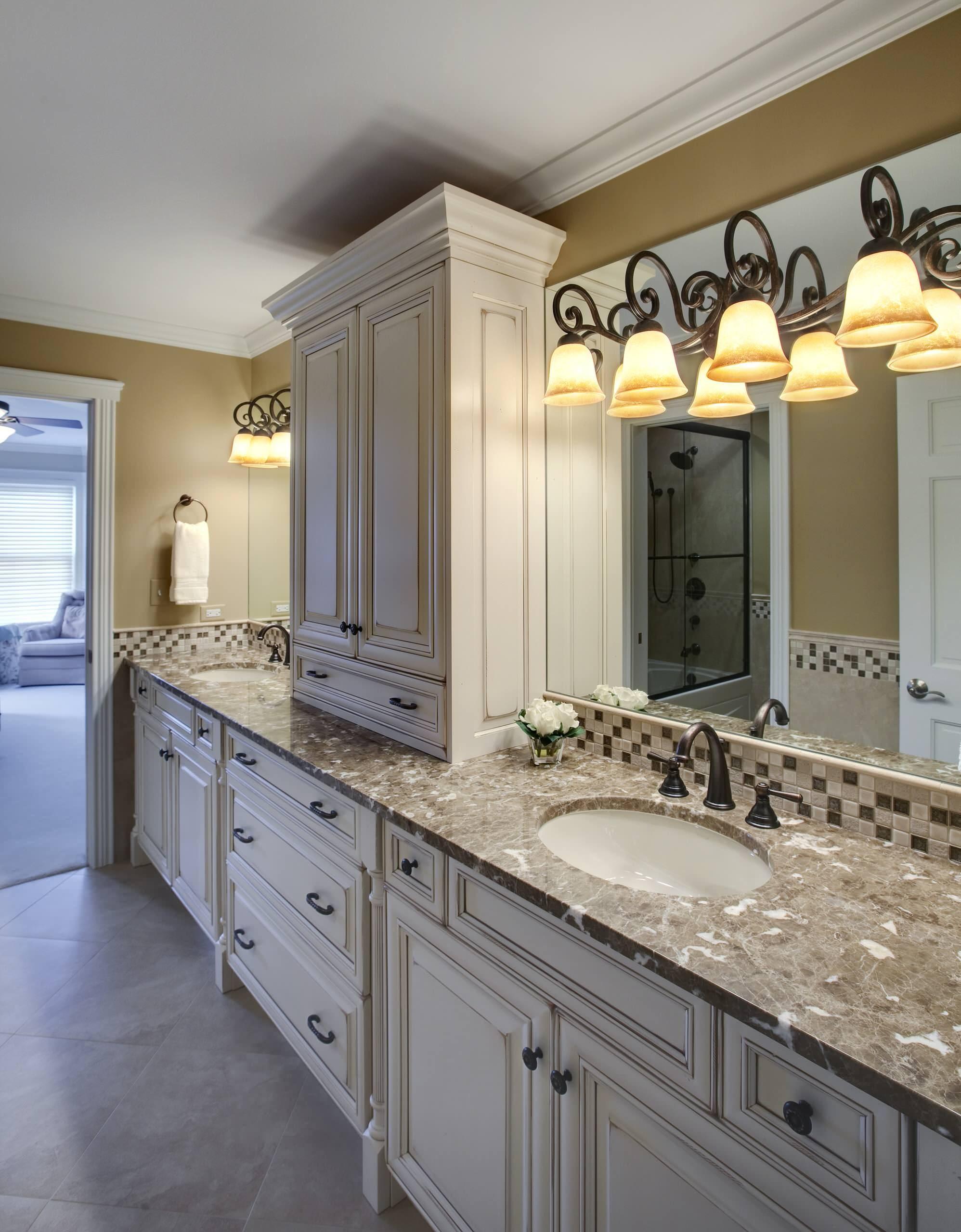 Charmant Bathroom Vanity With Tower