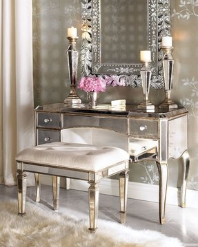 Vanity table set with mirror