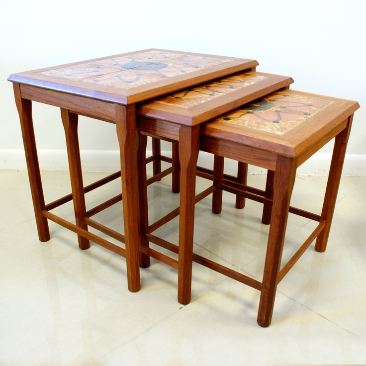 Exceptionnel Teak Tile Top Nesting Tables Vintage Brown Vintage Furniture