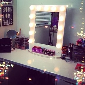 Vanity table with mirror and lights 1