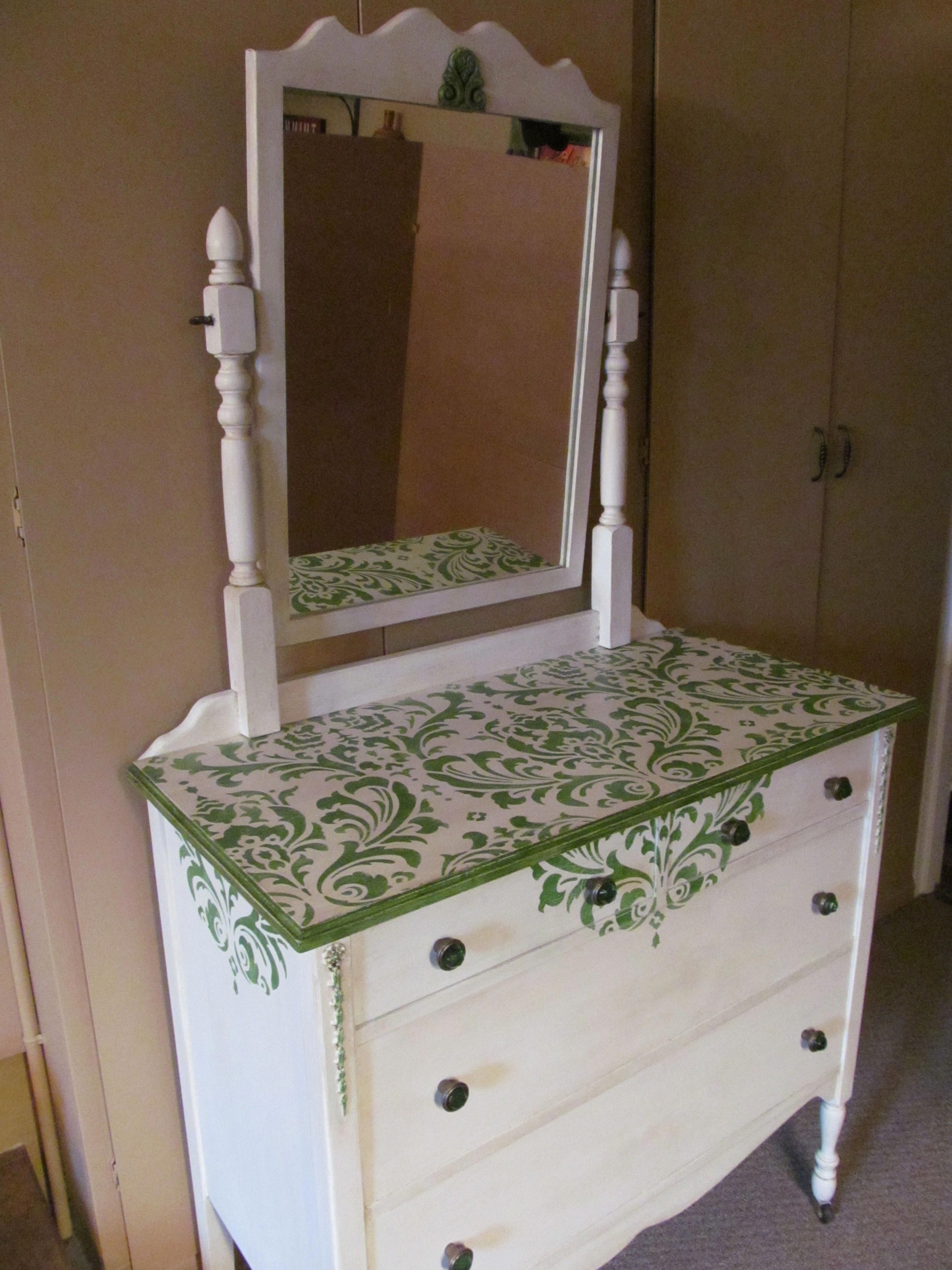White Lacquer Vanity Table