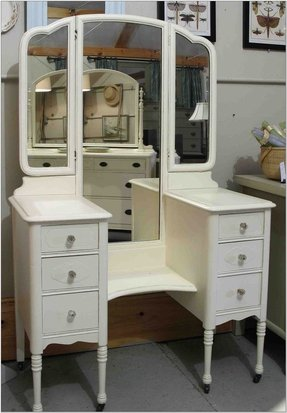 White vanity table with mirror 1