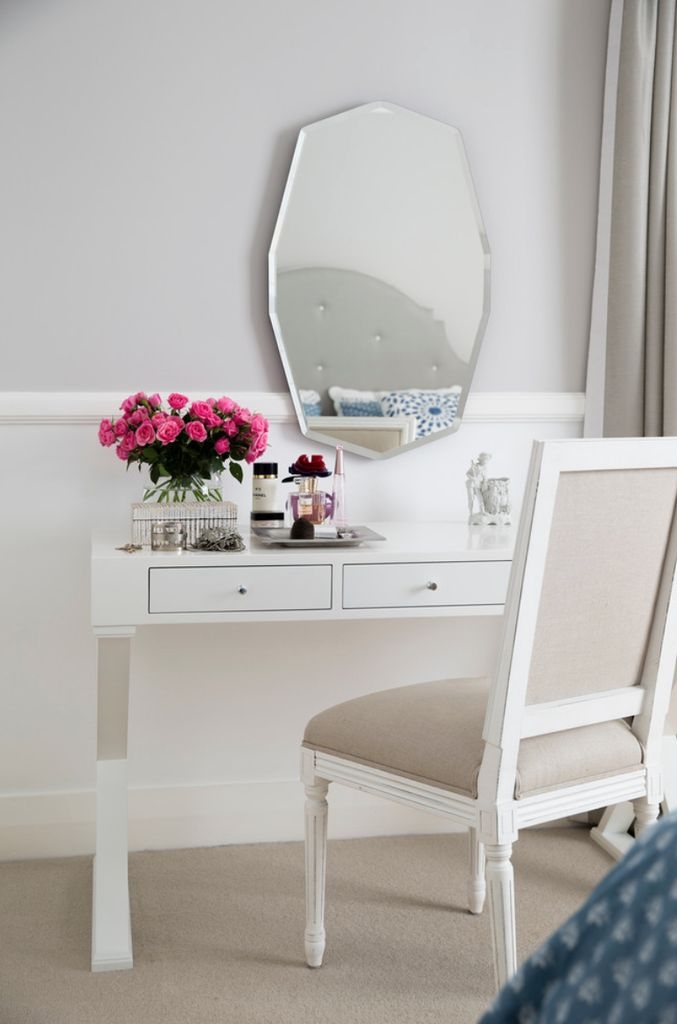 Incroyable White Vanity Table With Mirror