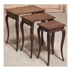 Merveilleux Antique Nesting Tables 1