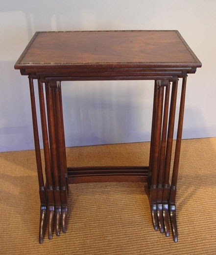 Ordinaire Antique Nesting Tables
