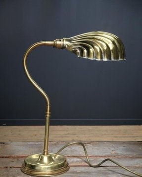 Desk lamp weighted base