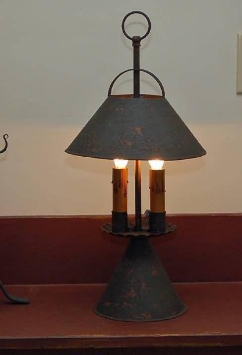 Etonnant Primitive Table Lamp