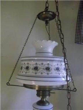 Hanging hurricane lamp