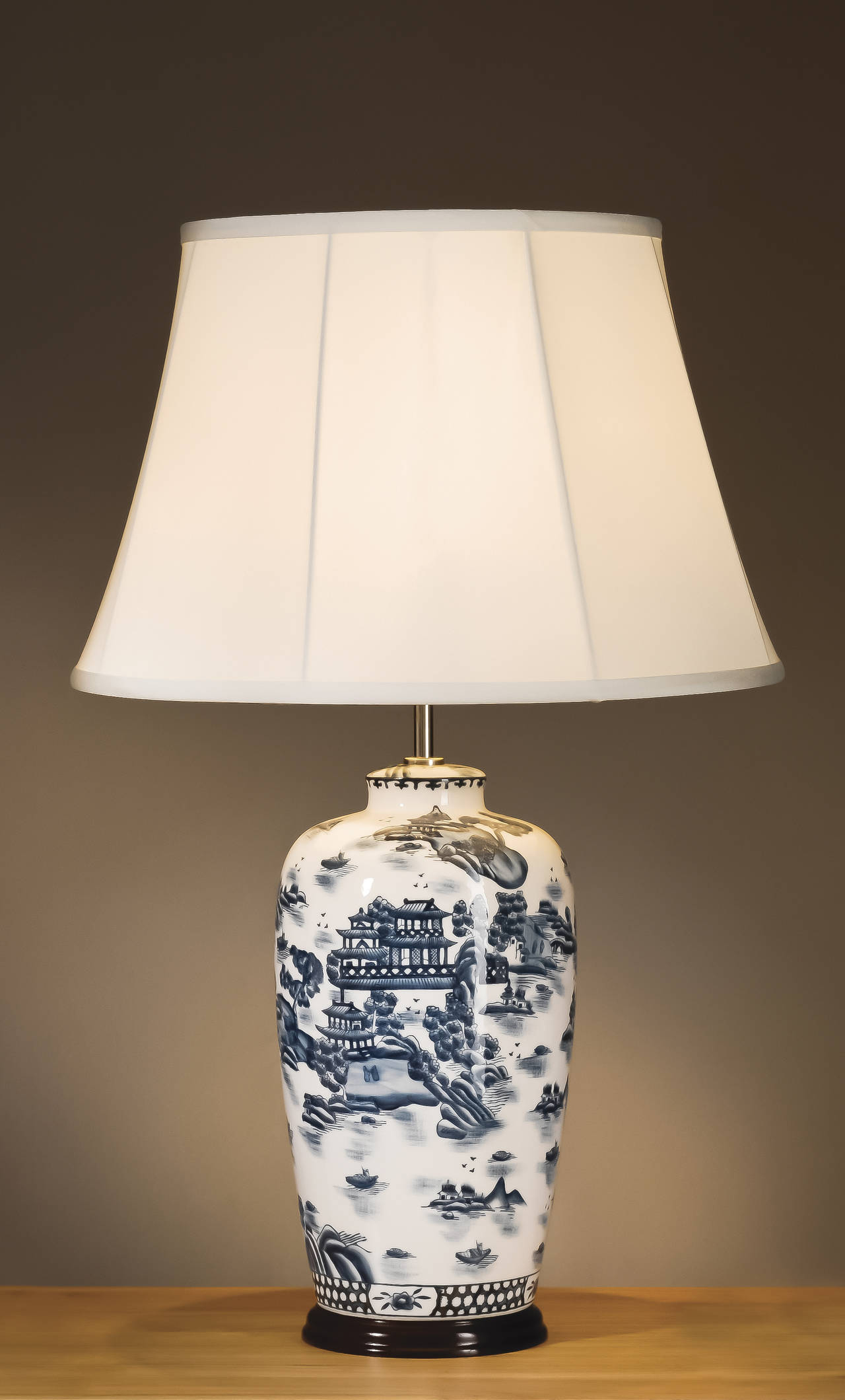 Large Blue White Oriental Ceramic Table Lamp With Shade