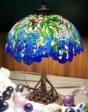 Lighted base tiffany lamp