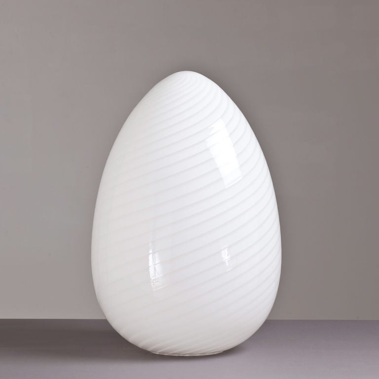 Large 1960s egg shaped murano glass sculptural lamp image 2