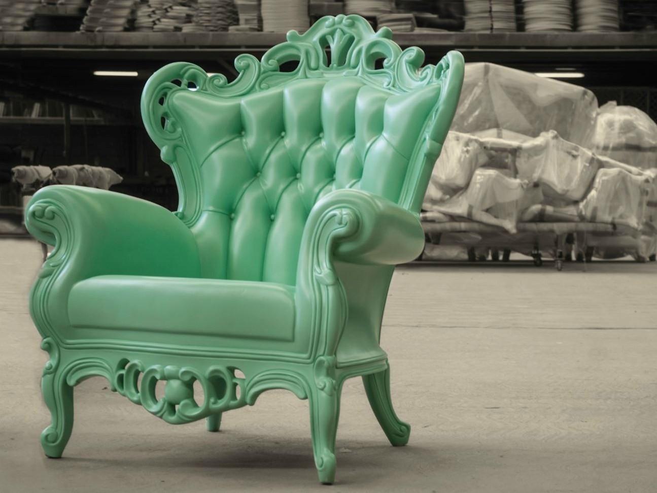 Attirant Outdoor Plastic King Chair