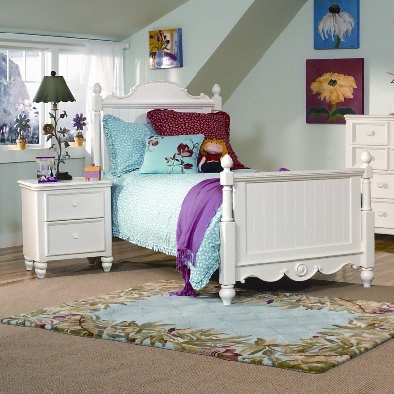 Summer Breeze Panel Customizable Bedroom Set