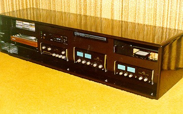 Merveilleux Black Lacquer Low Profile Stereo Cabinet Equipment Mounted In Front