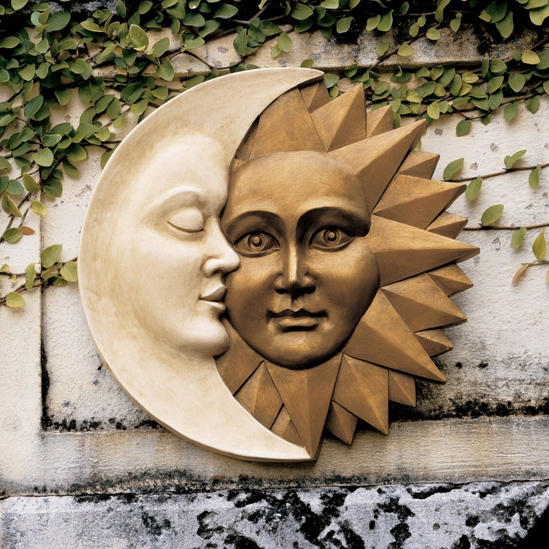 Plastic Sun and Moon Wall Décor