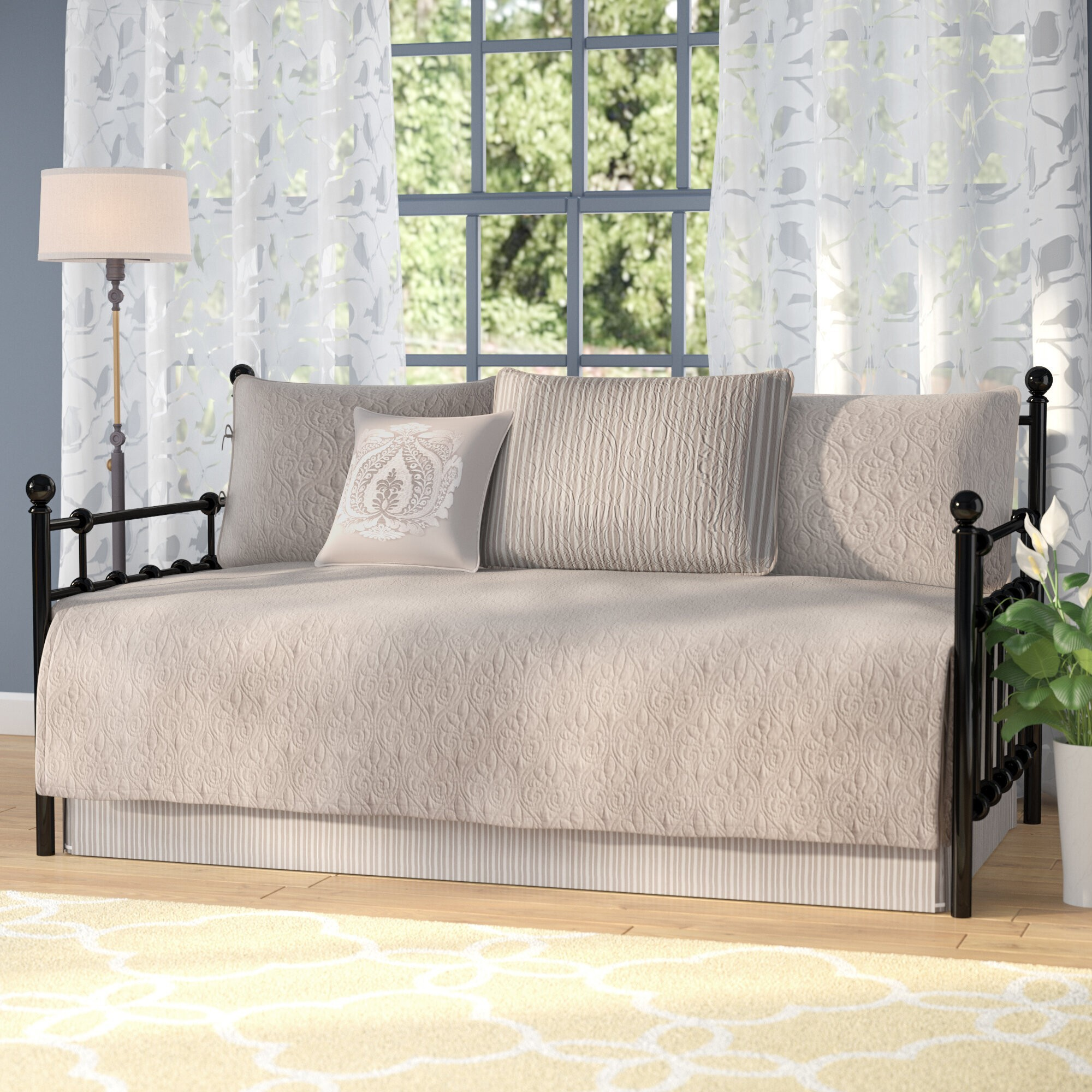 How To Choose Daybed Covers & Sets
