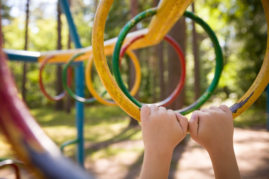 7 Science-Based Benefits Of Monkey Bars Playtime