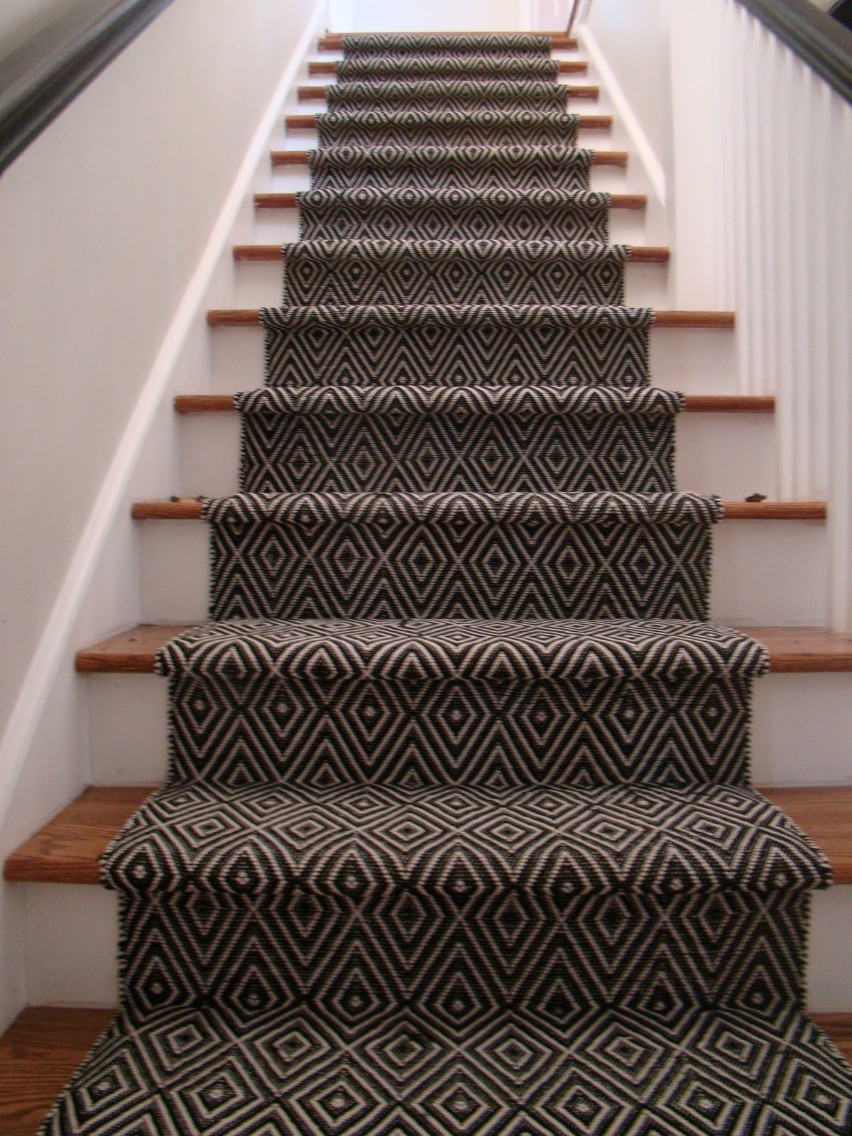 Image of: Carpet Treads For Wood Stairs Ideas On Foter