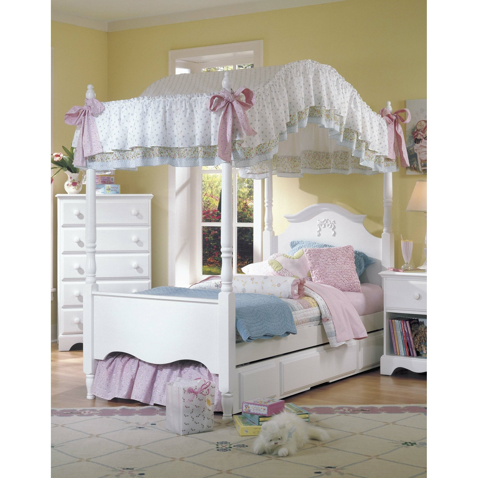 Image of: Girls Canopy Bedroom Set Ideas On Foter