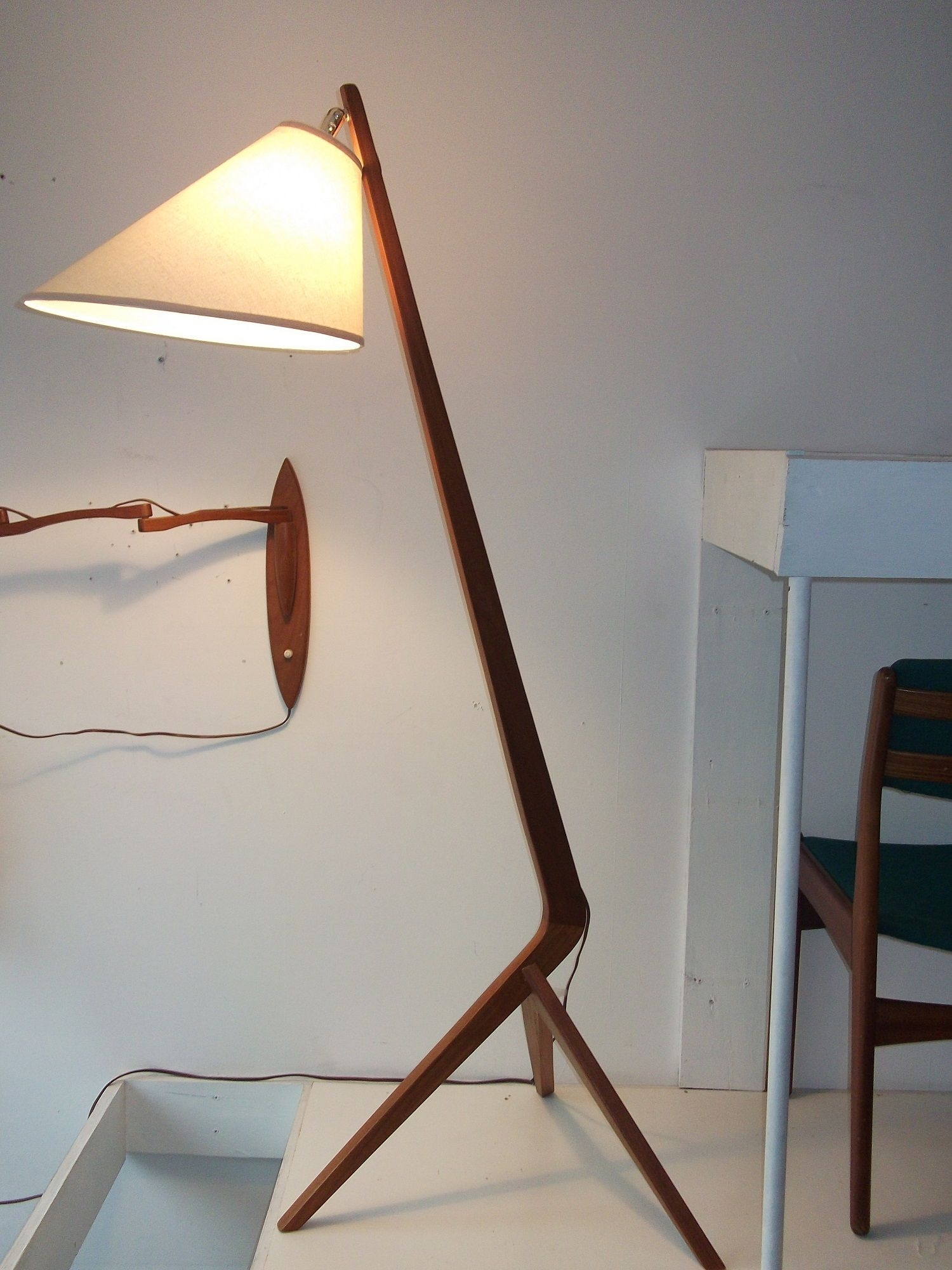 Image of: Mid Century Floor Lamps Ideas On Foter