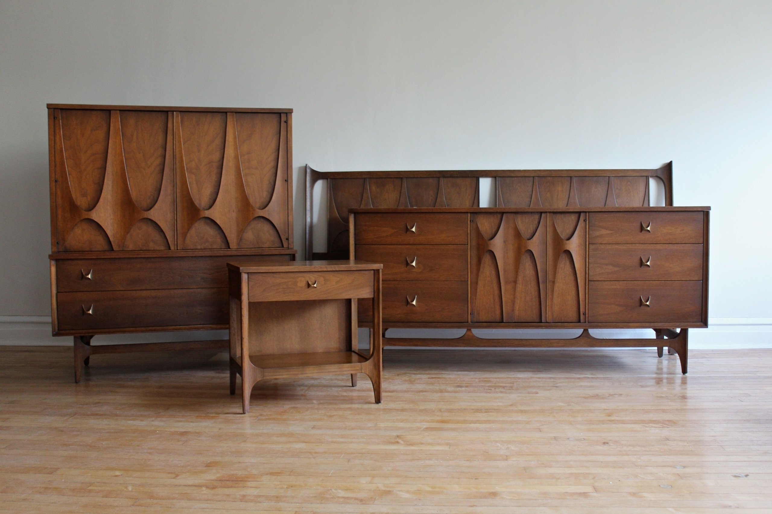 Walnut Bedroom Furniture Sets Ideas On Foter